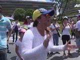 Venezolanas marchan por referendo, chavismo denuncia