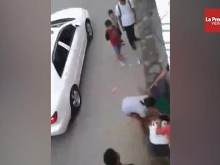 Video capta a mujeres yendose a golpes en La Ceiba