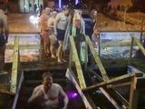 Los rusos se bañan en aguas heladas para celebrar la Epifanía del Señor