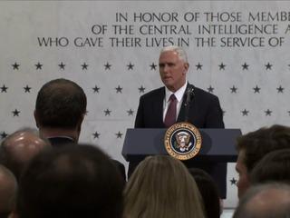 Trump niega tensión con agencias de inteligencia en visita a CIA