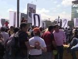 Oposición venezolana bloquea carretera en demanda de elecciones