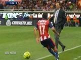 DT Lavolpe se metió a la cancha y le hizo falta a futbolista