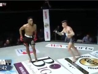 Se burló de su rival en plena pelea y recibió un duro nocaut