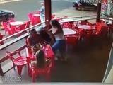 Enfurecida joven encuentra a su novio con otra y les propina una brutal golpiza