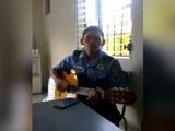 Policía hondureño muestra sus dotes artísticos