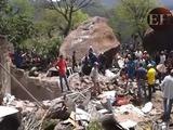 Mueren cinco personas tras caer enorme roca en su casa en El Paraíso