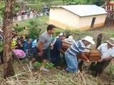 Entierran restos de familia que murió aplastada en El Paraíso