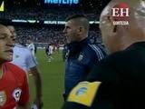 ¡Divertido! mirá lo que le respondió el árbitro al chileno Sánchez