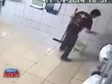 Delincuentes golpean sin piedad a un joven mientras trabaja