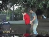 Policía le salva la vida a un pequeño gracias a su rápida acción