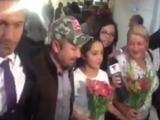 Rubi es asediada por la prensa al llegar a la ciudad de México
