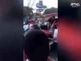El momento en que trasladan al periodista Igor Padilla