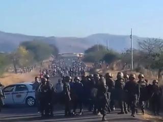 Violenta protesta entre militares y empleados de empresa asegurada