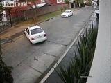 Una cámara capta el momento en que 4 hombres secuestran a una mujer en plena ciudad