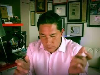 Fernando del Rincón le canta a las mujeres al ritmo de Ricardo Arjona