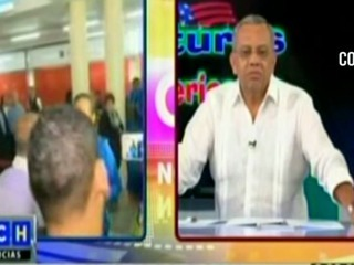 Jorge Luis Pinto y periodistas de HCH se palabrean en aeropuerto